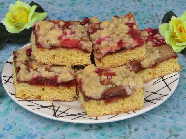 Ciasto rabarbarowe z powidłami i kruszonką. Zobaczcie przepis!