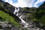 Absolutnie niezwykłe zjawisko w Tatrach. Halny odpowiedzialny za odwrócony wodospad [FILM]