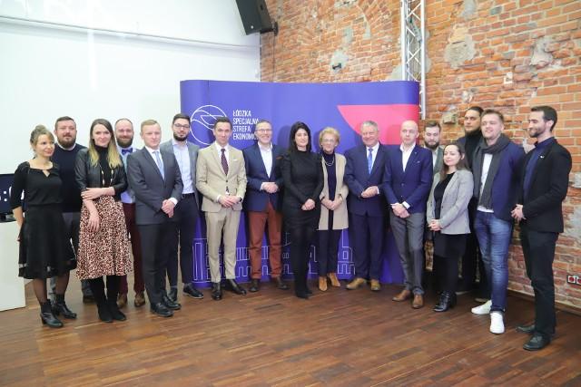 Na zdjęciu przedstawiciele ŁSSE, startupów oraz branżowych partnerów tych młodych firm.