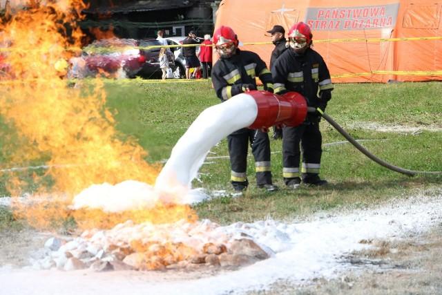 Gaszenie płonącego gazu tzw. średnia pianą