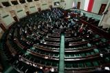 Najnowszy sondaż: Sześć ugrupowań w Sejmie. Lewica z dwucyfrowym poparciem wśród Polaków