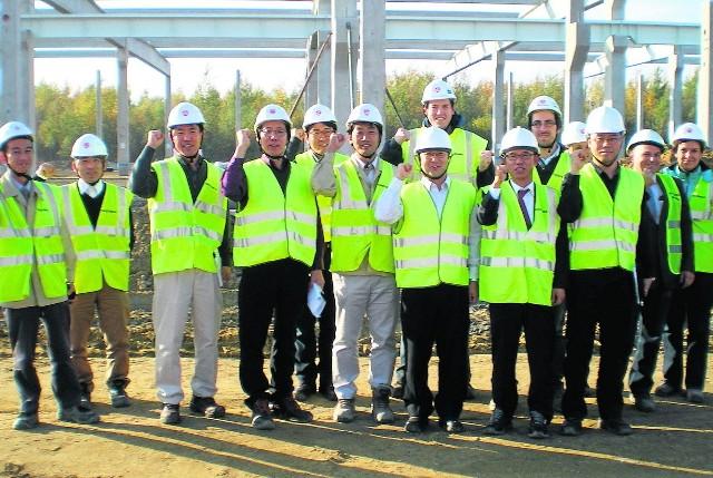 Inżynierowie z Korei za każdym razem osobiście nadzorują budowę hal w Żorach