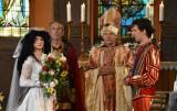 """Ach, co to był za ślub! Kabareciarze z Hrabi, Jurków, Nowaków, K2 i innych formacji kręcili scenę finałową filmu """"Law Law Law"""" w kościele"""
