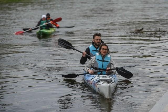 We wtorek poznaniacy mogli się przekonać, jak z wody wyglądają zabytki Ostrowa Tumskiego. Spływ Cybiną i Wartą zorganizowała Brama Poznania. Kolejne spływy zaplanowano na 3 i 6 maja.Źródło: TVN24/x-news