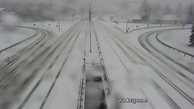 Zakopianka w Nowym Targu pokryła się grubą warstwą śniegu