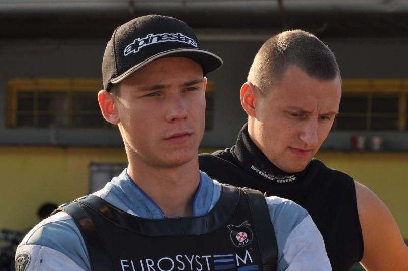 Łukasz Bojarski (z lewej) podpisał już kontrakt z Kolejarzem. Być może w sobotę to samo uczyni Marcin Jędrzejewski.