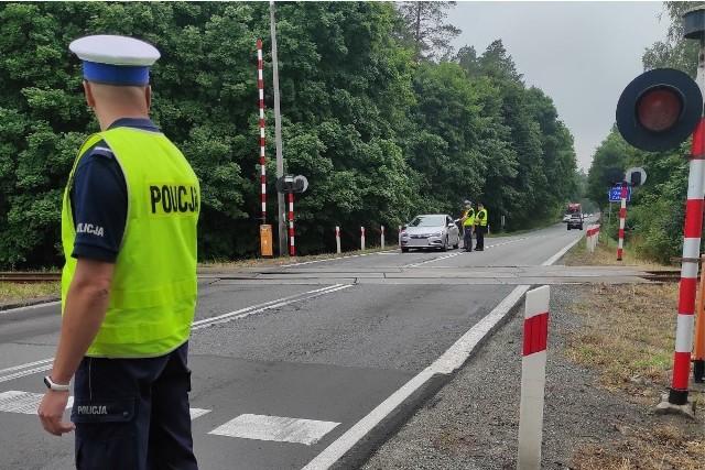 Policjanci z Tucholi nie wystawiali mandatów, tylko ostrzegali przed wypadkami na przejeździe kolejowym