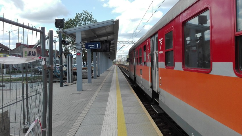 Zadaszanie peronów na dworcu PKP w Zielonej Górze - 14...