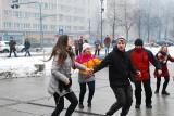 Ruda Śląska: Maturzyści zatańczyli poloneza na pl. Jana Pawła II [ZDJĘCIA, WIDEO]