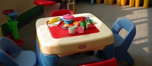 Uczeń powinien czuć się w swoim pokoju swobodnie. Jego pokój to jego kącik do nauki, sala telewizyjna, miejsce do zabawy i sypialnia