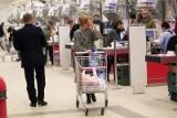 Jak będą otwarte sklepy i urzędy w Poznaniu w czasie majówki? Sprawdź (1-5 maja 2019)