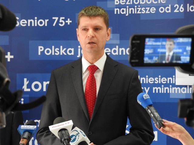- Ta sytuacja nie budzi wątpliwości, rodzice mogą być pewni, że ich dzieci znajdą miejsce w szkołach średnich - zapewnił minister Piontkowski.