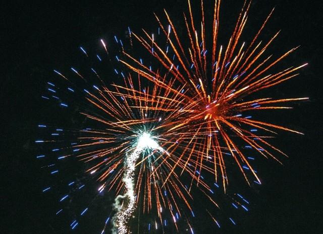Co roku, 13 stycznia, na niebie rozbłyskują fajerwerki.