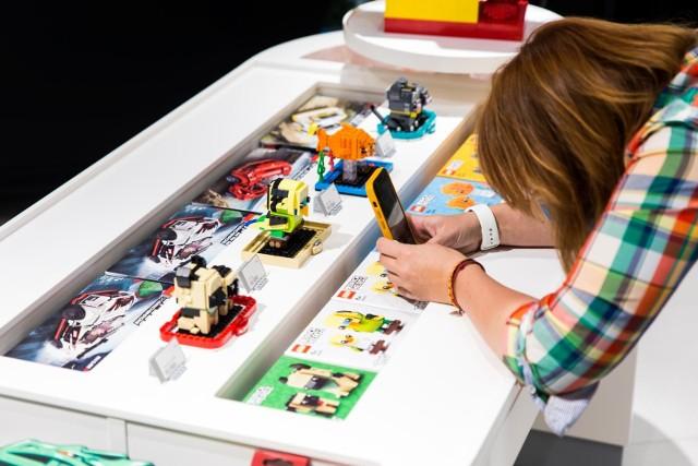 Rynek gier i zabawek bardzo szybko się rozwija, a sklepy internetowe zwykle najszybciej podłapują nowości. Rodzice, którym zależy, by gadżety dla ich dzieci były bardziej smart, estetyczne i ekologiczne prędzej znajdą coś odpowiedniego w jednym z tysięcy e-sklepów dla dzieci niż najbliższej galerii handlowej.
