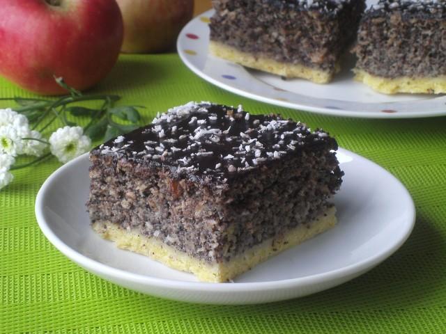 Makowiec bakaliowy z jabłkami to pyszne ciasto na każdą okazję. Zobaczcie przepis!