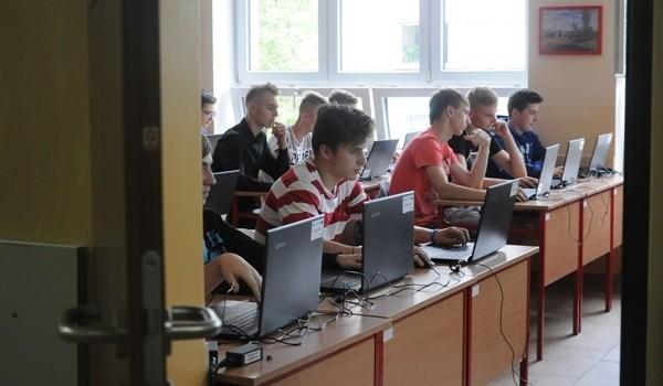 Hackathon to rodzaj zawodów, w czasie których programistki i programiści, a także inne osoby związane z rozwojem oprogramowania