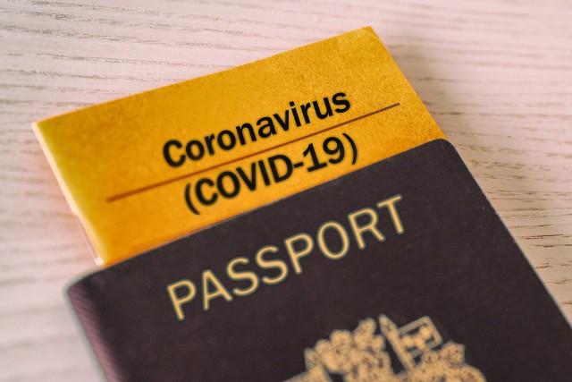 Zaszczepieni zagranicą Polacy nie mogą otrzymać w Polsce paszportu covidowego.