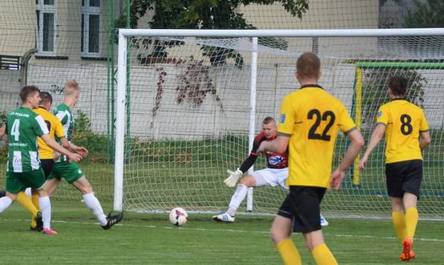 Dariusz Gawęcki z bliska nie potrafił pokonać bramkarza Podlasia Biała Podlaska.