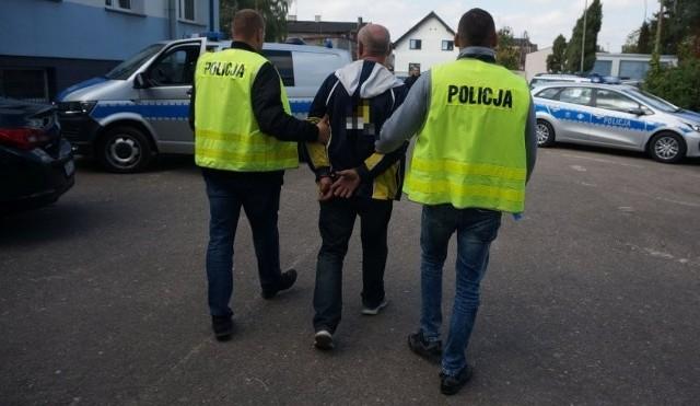 Policja ujęła sprawcę. Przedstawiono mu zarzuty uszkodzenia mienia i skierowano do sądu wniosek o tymczasowy areszt