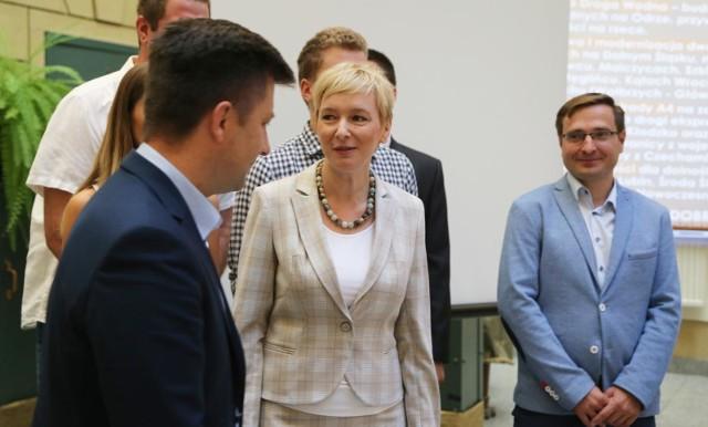 W konwencji Prawa i Sprawiedliwości uczestniczyli parlamentarzyści na czele z wiceministrem obrony narodowej Michałem Dworczykiem oraz samorządowcy z Dolnego Śląska