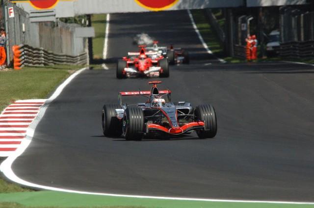 Robert Kubica nie może zaliczyć wyścigu o Grand Prix Włoch na Monzie do udanych.