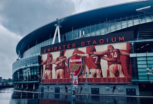Piłkarze Arsenalu Londyn z trudem wyeliminowali w 1/16 finału Ligi Europy Benfikę Lizbona
