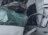 Tragedia na przejeździe kolejowym w Hucie Deręgowskiej w powiecie niżańskim. W zderzeniu busa z pociągiem towarowym zginęły dwie osoby