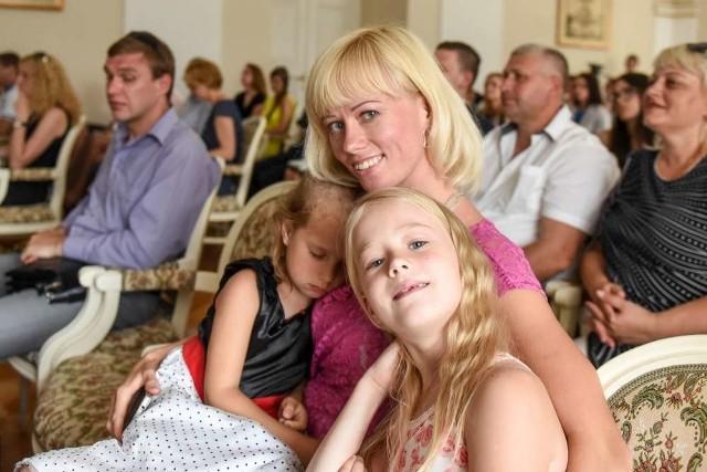 Galyna Samoiliuk z córkami - 7-letnią Krystyną oraz 4-letnią Anastazją
