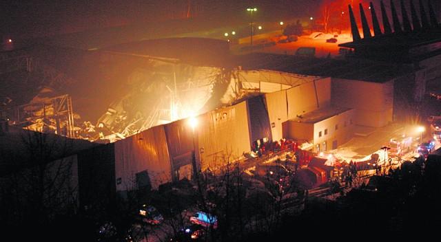 Już przed godziną 23.00, po około pięciu godzinach akcji ratunkowej, wiadomo było, że pod zawalonym dachem nie ma już nikogo żywego. Żadna z ofiar nie straciła życia z powodu zamarznięcia