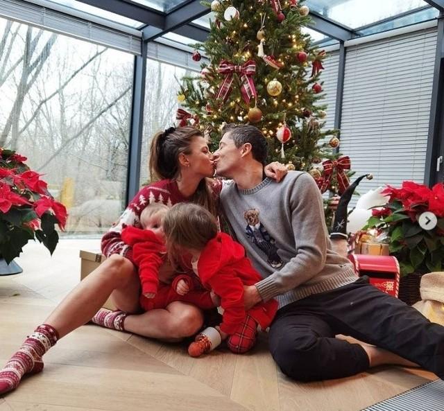 To były szczególne święta na Anny i Roberta Lewandowskich - po raz pierwszy spędzili je nie z jednym, a już z dwójką swoich dzieci. Przekonaj się, jak wyglądało Boże Narodzenie u najlepszego piłkarza świata i jego ukochanej!Zobacz więcej zdjęć ->>>