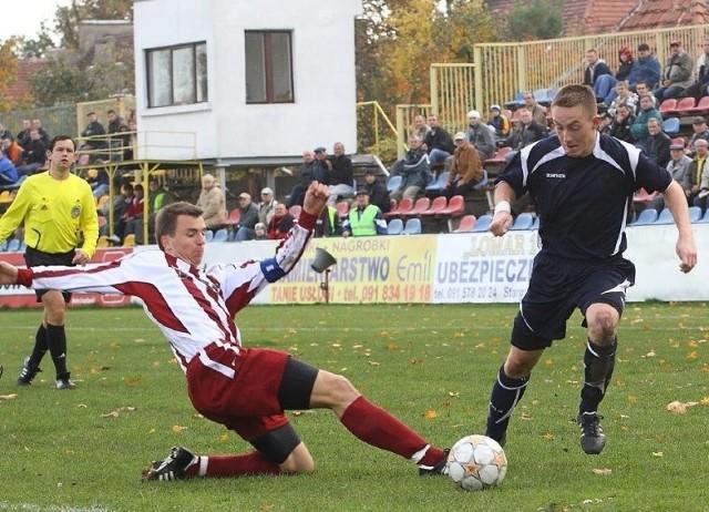 Bartłomiej Zdunek (z prawej) dobrze zaczął mecz ze Sławą, ale po kilkunastu minutach przestał być widoczny.