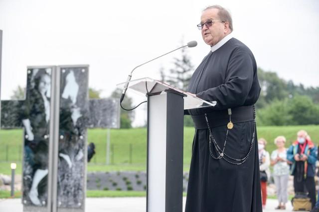 Ojciec Tadeusz Rydzyk broni biskupa Edwarda Janiaka, który miał tuszować pedofilię w Kościele