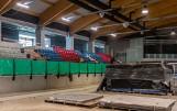 W hali lodowiska w Bytomiu rozpoczął się montaż krzesełek ZDJĘCIA Prace cały czas intensywnie trwają