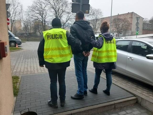 Oskarżony Rafał S. został zatrzymany przez policję w łódzkim hotelu. Podczas przesłuchania przyznał się do winy. Grozi mu dożywocie.