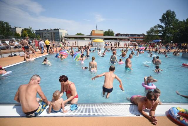 Porachunki kiboli na basenie miejskim w Rudzie Śląskiej. Kibole pobili za tatuaż Ruchu Chorzów. Policja zatrzymała sprawców