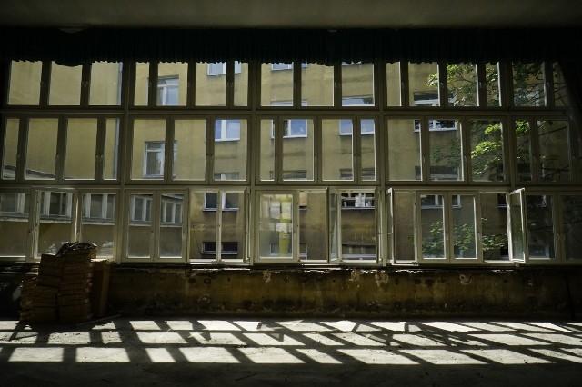 W listopadzie ubiegłego roku rozstrzygnięto przetarg na budowę Centrum Szyfrów Enigma, które powstanie na pierwszym piętrze dawnego Collegium Historicum (od 2018 r. Collegium Martineum) przy ul. Święty Marcin. Teraz, po otrzymaniu pozwolenia na budowę w ruszyły prace.
