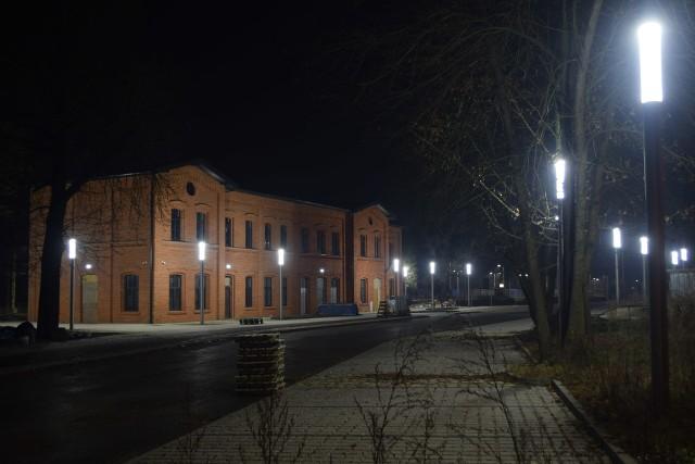 Dworzec kolejowy nocą w trakcie remontuZobacz kolejne zdjęcia. Przesuwaj zdjęcia w prawo - naciśnij strzałkę lub przycisk NASTĘPNE