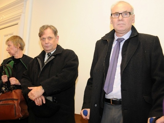 Wiktor Krawiec (po prawej) i Andrzej Jeziorski (w środku) sa niewinni