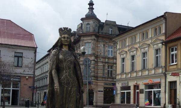 Pomnik patronki miasta na inowrocławskim Rynku