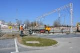 Skawina. Trwa przebudowa torowiska w okolicach dworca kolejowego. Terminy na razie nie są zagrożone