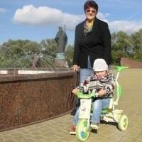 - Jan Paweł II to postać niezwykła i bardzo ważna dla całej mojej rodziny - mówi pani Janina, którą spotkaliśmy wczoraj z wnuczką na placu Jana Pawła II w Ełku