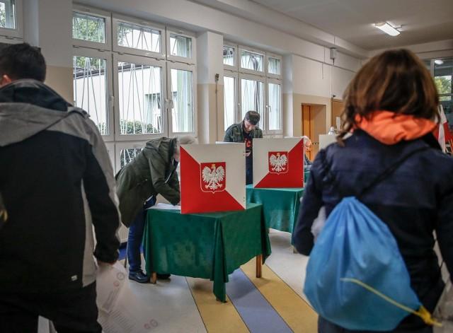 13.10.2019 gdansk. wybory do sejmu i senatu 2019. glosowanie.  fot. karolina misztal / polska press/dziennik baltycki