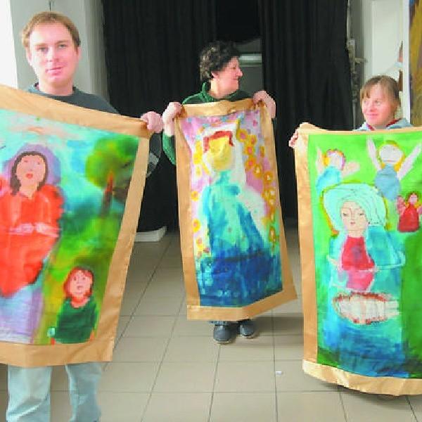 W Pracowni każdy może rozwijać swoje, czasami ukryte, zdolności. Swoje prace prezentują Bartek, Jolanta i Alicja.