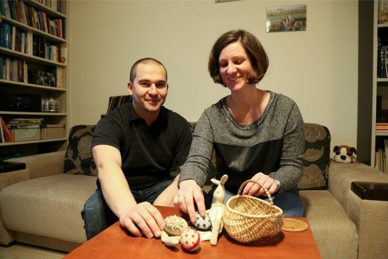 Marta i Krzysztof Kozłowscy z Białegostoku spędzą Wielkanoc z 13-letnim Bronkiem z domu dziecka w Podbrodziu. - Dzięki niemu nasz dom ożył. Czekamy na Bronka - mówią.