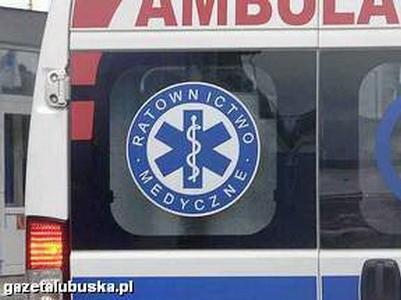 Mężczyznę przejechał samochód, z obrażeniami trafił do szpitala.