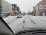 Dramat na drogach w powiecie jędrzejowskim! Intensywne opady śniegu i wiatr, zasypane drogi i chodniki [RAPORT]