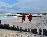 Na plaży w Ustroniu Morskim morze wyrzuciło zwłoki