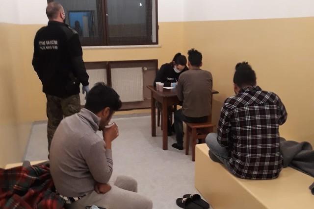 Sześciu Nepalczyków zostało zatrzymanych w okolicach Mucznego w Bieszczadach.