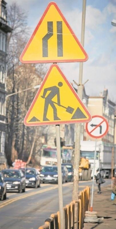 Takie oznakowanie w Wałbrzychu już nikogo nie dziwi. W mieście remontuje się więcej ulic niż kiedykolwiek wcześniej
