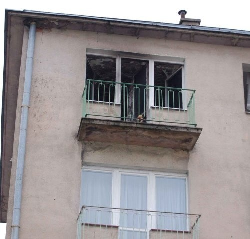 Spalone mieszkanie przy ulicy Szewskiej w Szczecinku.